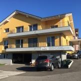 Mehrfamilienhaus mit Gewerbe Neuhaus